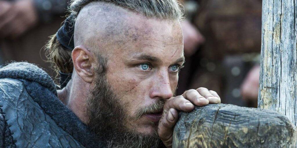 Ragnar Lodbrok con mirada fija