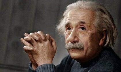 Albert Einstein: biografía de un genio revolucionario