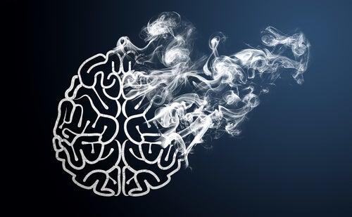 Cerebro desapareciendo en forma de humo