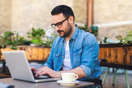 Pros y contras del trabajo a distancia: ¿te independiza o te aísla?