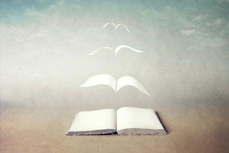 Libro con páginas volando