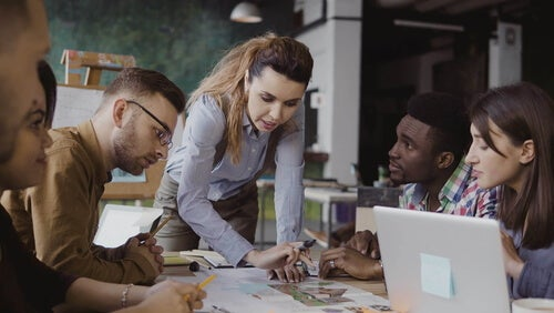 Líder con su equipo de trabajo