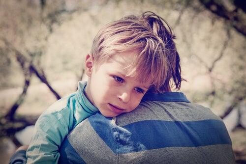 niño sufriendo e divorcio y su efecto sobre los hijos