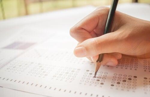 Las teorías de los test: la TCT y la TRI