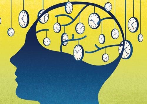 """persona simbolizando los dos """"relojes"""" cerebrales"""