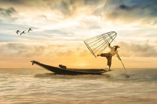 hombre pescando representando la disciplina en Japón
