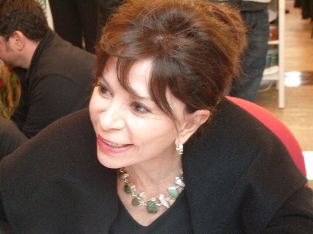 Isabel Allende sonriendo