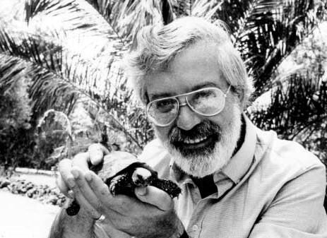 Michael Ende con tortuga