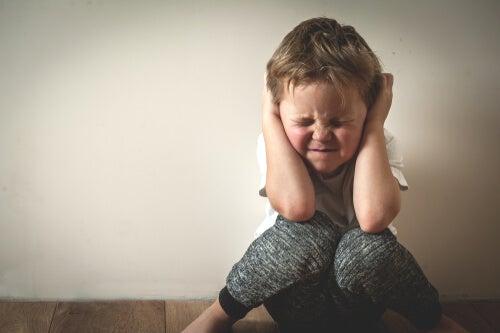 Niño experimentando estrés