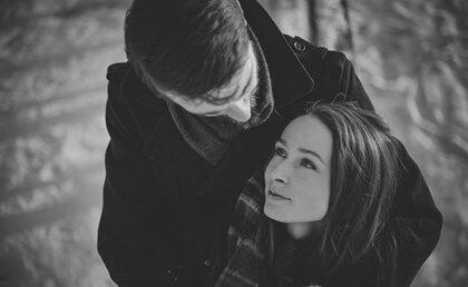 pareja representando los tipos de amor según John Allan
