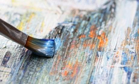 Pincel pintando