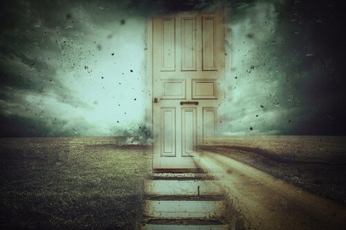 puerta cerrada simbolizando los estilos de apego y la memoria emocional