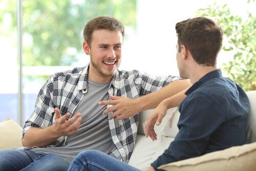 Dos chicos hablando simbolizando la sensibilidad