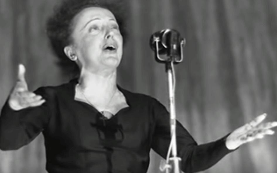 Édith Piaf cantando