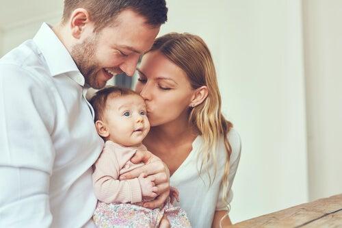 ¿Cómo afecta el apego adulto en la crianza de los hijos?