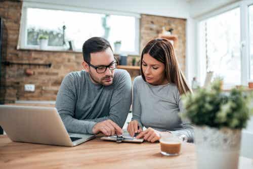 Dinero y pareja, una combinación de cuidado