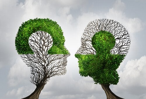Árboles con forma de cabezas de personas