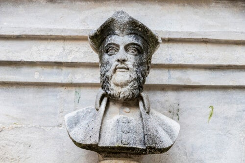 Escultura de Nostradamus