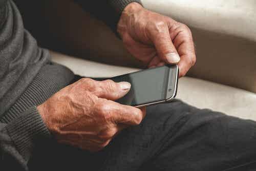 Enfermedad de Alzheimer y aplicaciones móviles: ¿cómo se relacionan?