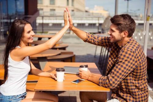 ¿Pueden las mujeres y los hombres ser solo amigos?