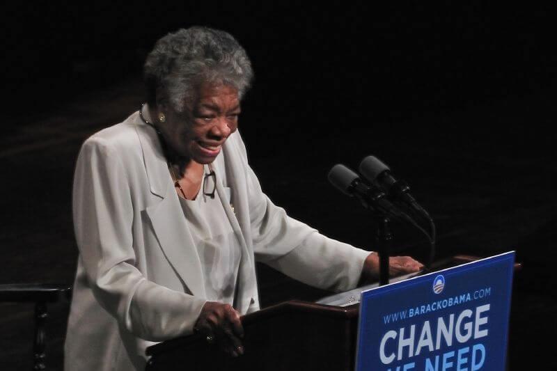 Maya Angelou en una conferencia