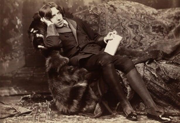 Oscar Wilde sentado