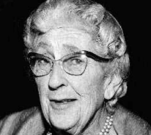 Agatha Christie con gafas