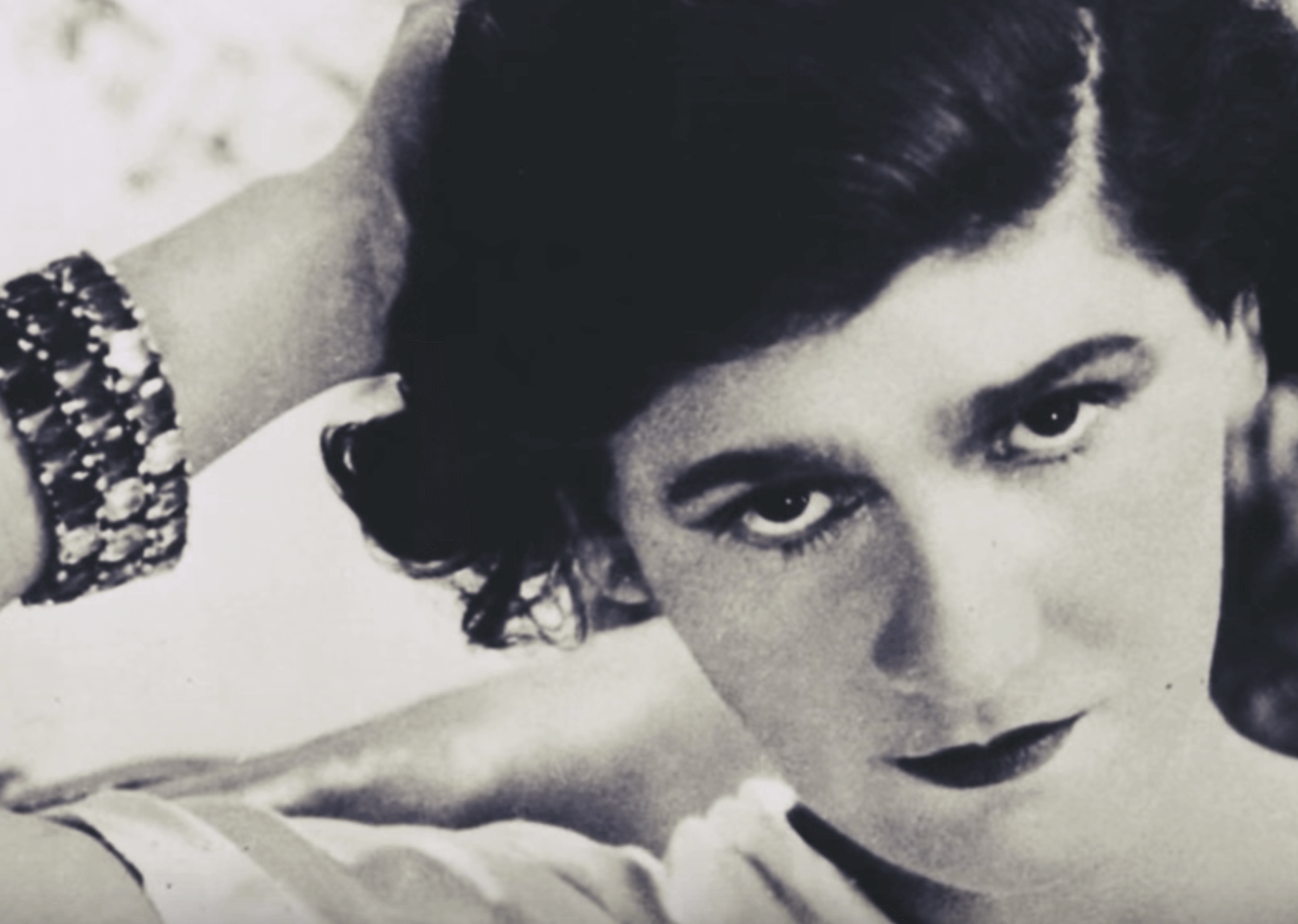 Coco Chanel, biografía de un ícono de la elegancia