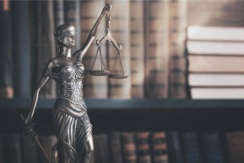 Estatua de la justicia y la libertad