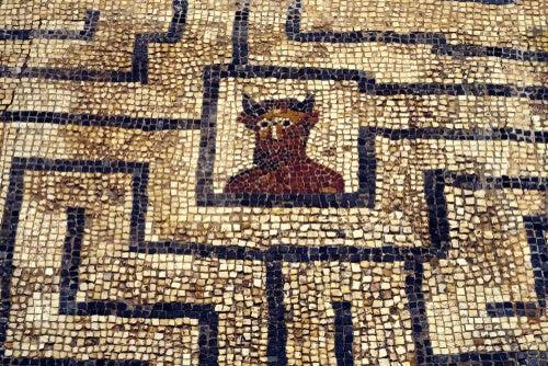 Mosaico con un laberinto y un minotauro