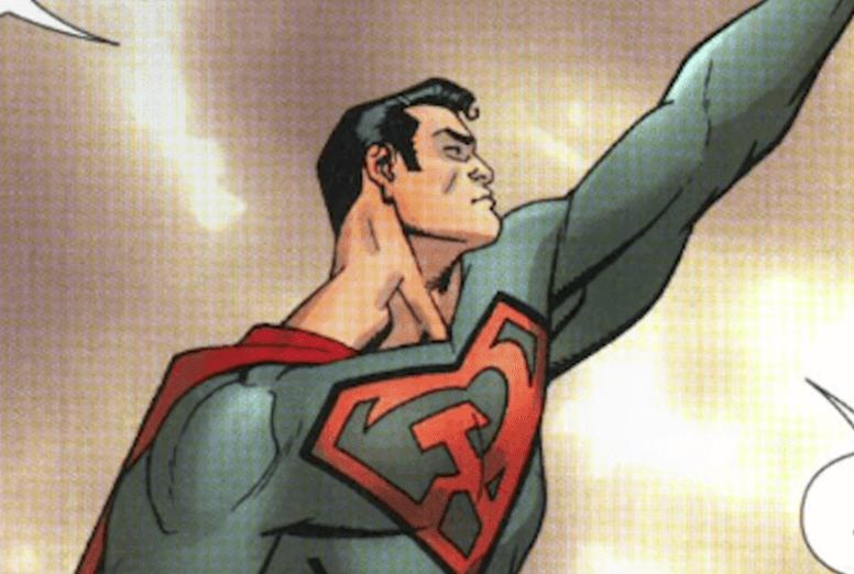 Superman con brazo en alza