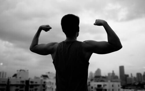 Hombre haciendo fuerza