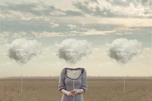 Pensamientos irracionales no equivalen a pensamientos positivos