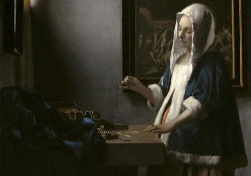 Mujer pesando en una sala