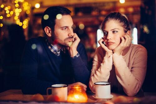 ¿Es normal aburrirse de la pareja?