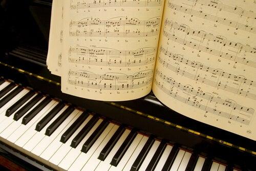 Piano con partitura