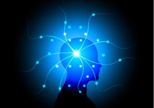Perfil de una persona con una luz en la mente