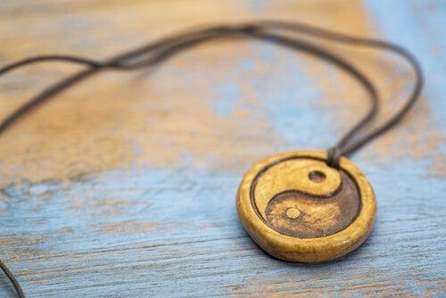 Collar del yin yang