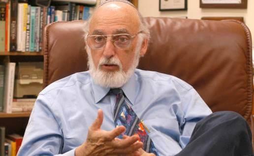John Gottman explicando las lecciones de John Gottman sobre el amor
