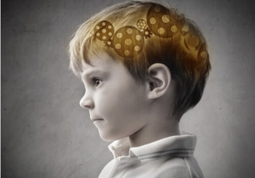 Niño con mecanismo en la mente
