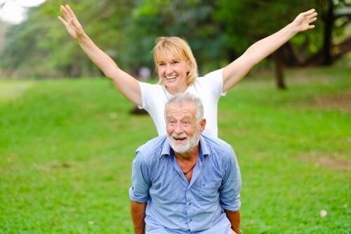 Personas mayores disfrutando