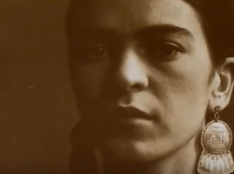 Rostro de Frida Kahlo de joven