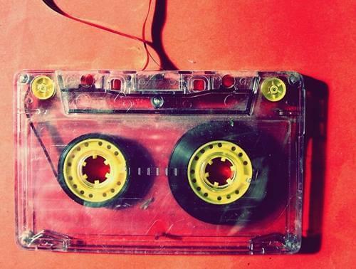 Cassette representando por qué se nos pega una canción