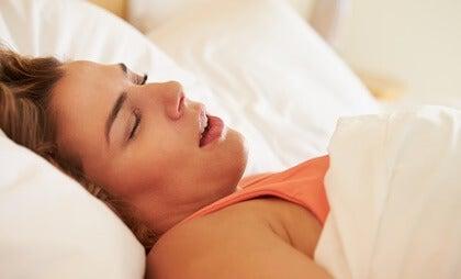 La apnea del sueño en mujeres: síntomas y problemas asociados