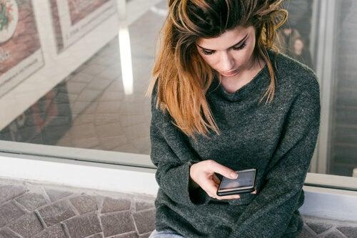 El trastorno de evitación experiencial y el teléfono móvil
