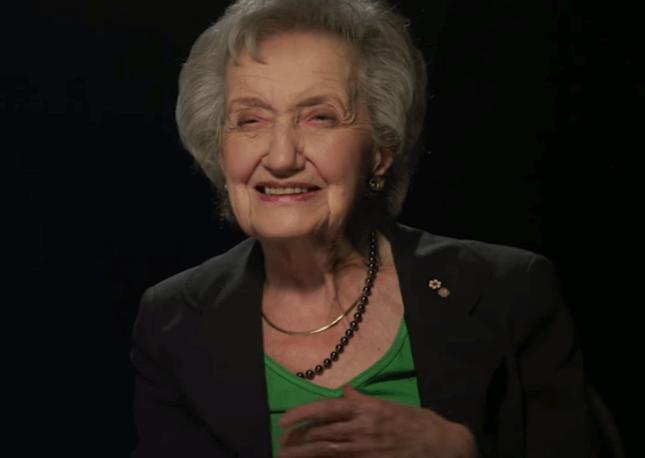 Brenda Milner sonriendo