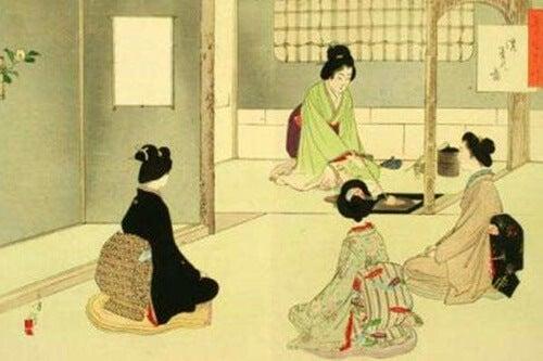 Mujer sirviendo té