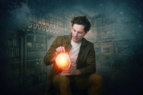 Hombre con globo terraqueo pensando en iniciar una vida creativa