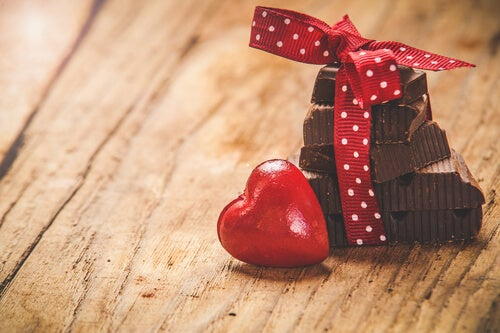Chocolate con corazón rojo