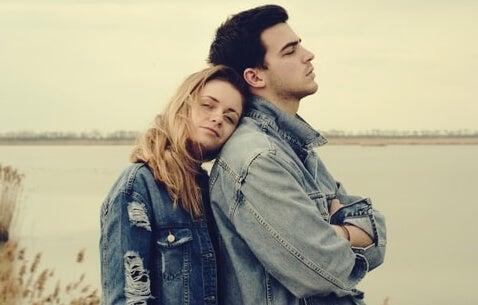 Tu pareja nunca podrá llenar todas tus necesidades emocionales